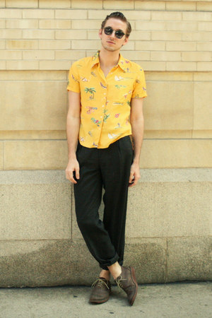 printed vintage shirt - oxfords ben sherman shoes - green vintage sunglasses
