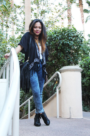 blue acid wash TJ Maxx jeans - black fringed H&M bag - navy fringe TJ Maxx cape