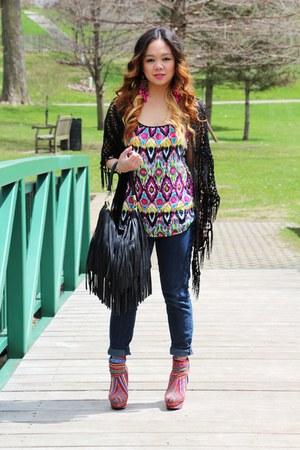 hot pink aztec print shoes - navy Forever 21 jeans - black fringe H&M purse