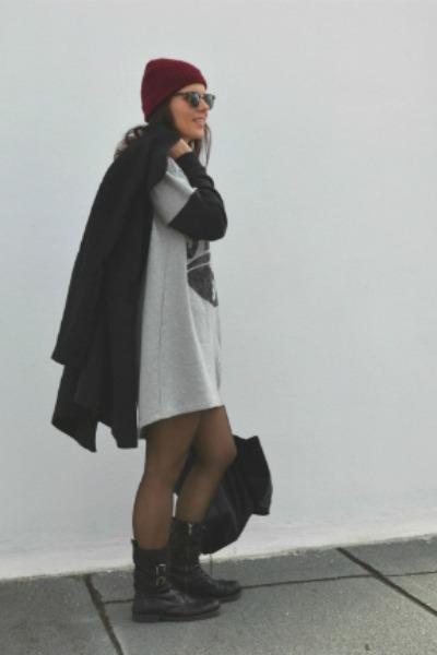 crimson beannie H&M hat - black leather H&M bag