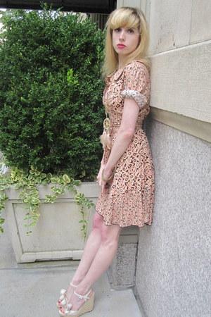 beige dreamcatcher vintage necklace - light pink flower Anna Sui dress