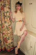 peach linen vintage dress - black headband H&M hat - camel leather Chanel flats