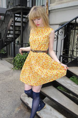 yellow flower vintage the villager dress - beige leather Chanel shoes