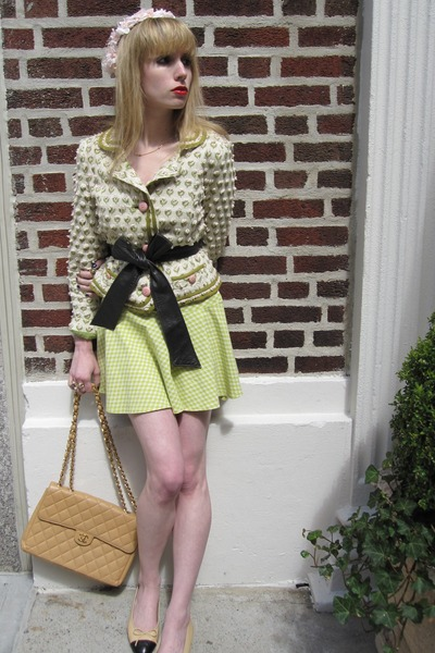 white flower Marc by Marc Jacobs jacket - beige leather Chanel shoes