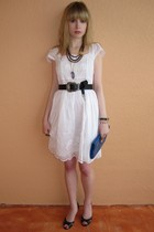 white eyelet Jill Stuart dress - blue dried flower vintage necklace