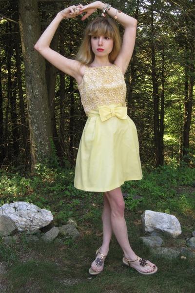 yellow vintage dress - silver vintage bracelet - beige Diane Von Furstenberg sho