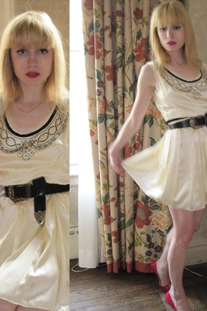 ivory pleated milly dress - gold woven vintage bracelet - black buckle Vintage R