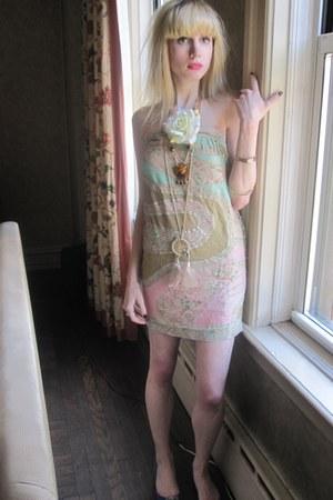 light pink vintage scarf - tawny indian vintage necklace - beige dreamcatcher vi
