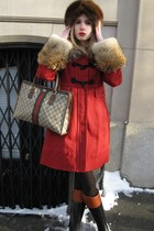 red fur-trimmed Marc by Marc Jacobs coat - black rubber Tory Burch Winnie boots