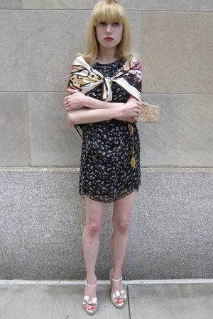 navy fish 31 Phillip Lim dress - cream ladies Sonia Rykiel scarf - eggshell bead