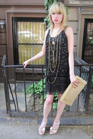 black sequin Valentino Red dress - beige woven Vintage Morris Moskowitz bag - go