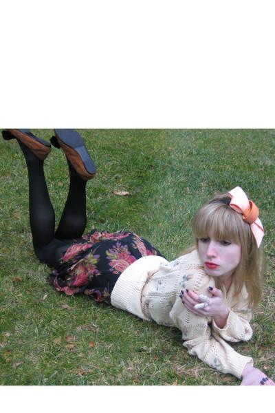 beige floral vintage Sportsworks sweater - black tights