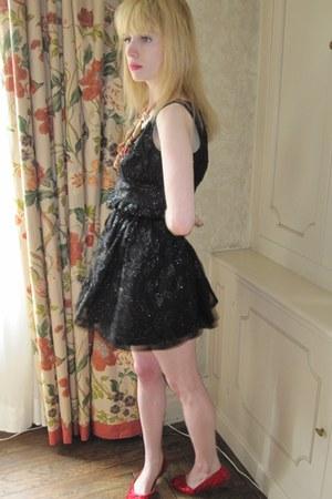 black chiffon Anna Sui dress - brown parrot vintage necklace - tawny leather vin
