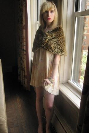 tawny leopard vintage cape - eggshell Blumarine skirt - silver enamel vintage br