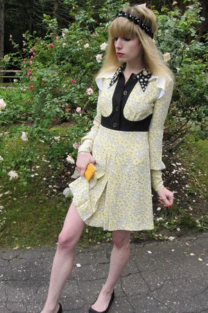 yellow mu miu dress - black necklace - yellow Chanel purse - black delman shoes