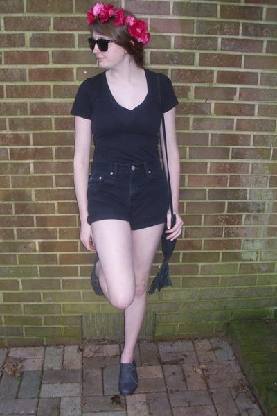 black fringe vintage bag - black denim Levis shorts