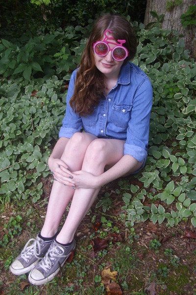 bubble gum bicycle giant vintage sunglasses - navy denim vintage shorts