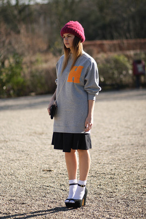 H&M Trend sweater - Vintagestore hat - COS skirt