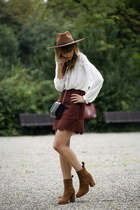 SUEDE SKIRT & LACE-UP BLOUSE