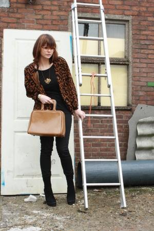 Queens Wardrobe cardigan - vintage glasses - Zara boots - vintage purse
