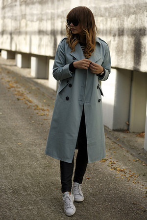trench Front Row Shop coat - stan smith Adidas sneakers