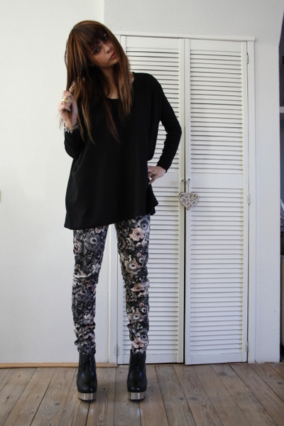Zara leggings - acne boots - H&M sweater