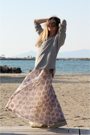 Bershka dress - Stradivarius sweater - Prada sunglasses - Converse sneakers