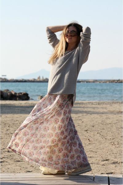 Bershka dress - Stradivarius sweater - Prada sunglasses - Converse sneakers