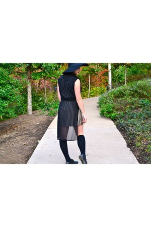black unknown shoes - black modcloth dress - H&M hat - black purse
