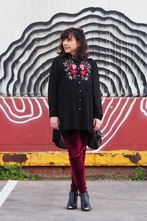 ruby red unknown leggings - black shein shirt