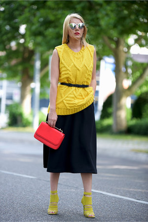 black H&M dress - red Zara bag - black ray-ban sunglasses