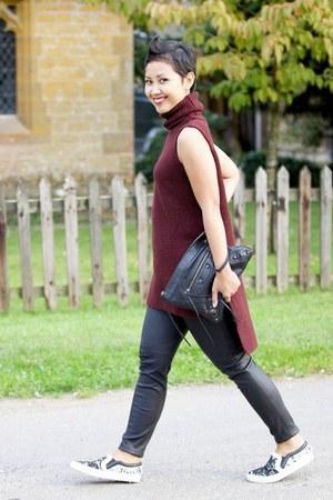 black leather skinny Michael Kors leggings - black wristlet balenciaga bag