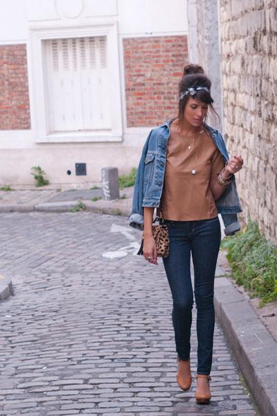 navy Levis jeans - camel H&M top