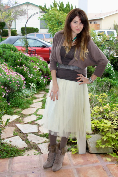 tan knit Forever 21 tights - tan tank H&amp;M top - off white midi tulle romwe skirt
