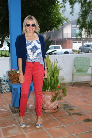 blue Forever 21 top - white aviator Betsey Johnson sunglasses - red Cabi pants