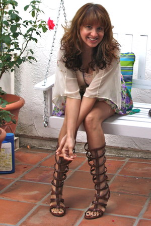 dark brown gladiator Victorias Secret sandals