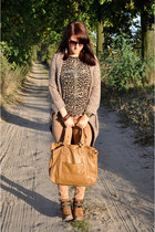 carry cardigan - ankle booties Pennyes boots - Zara jeans - Chloe bag