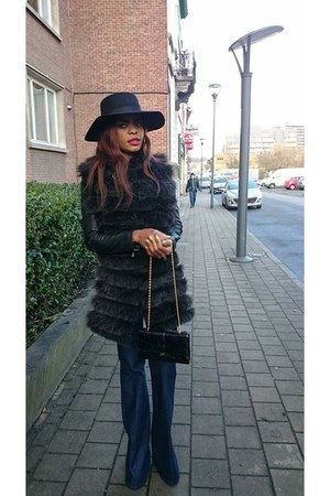 faux fur scarf - vintage jeans - wool River Island hat - leather Zara jacket