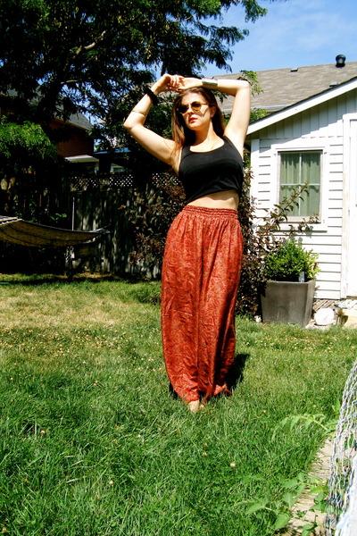 burnt orange pants - dark brown round frame Oliver Peoples sunglasses