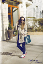 shopper Coccinelle bag - trench coat Burberry coat - lanvin sunglasses