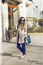 shopper Coccinelle bag - trench coat Burberry coat - lanvin sunglasses