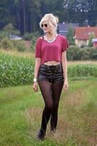 black shorts - brick red H&M top