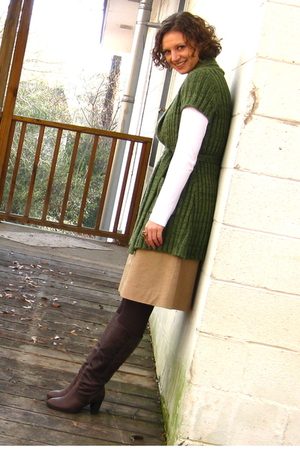 consigned sweater - thrifted skirt - Target t-shirt - Jcrew via Ebay boots - mau