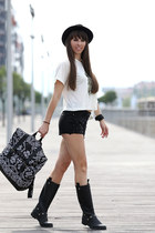 Poster Urban Outfit bag - retro jeans shorts - Poster Urban Outfit top