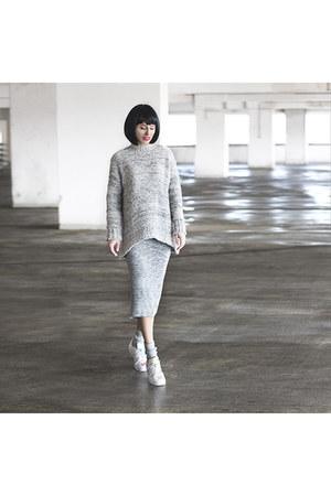 Mango sweater - Stradivarius skirt - Adidas Superstar sneakers