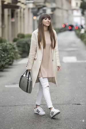 Mango coat - Zara jeans - Alma Abonyi bag - Nanas top - Adidas sneakers