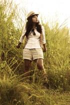 camel brown suede Zara boots - white white shirt shirt - beige linen highwaist Z