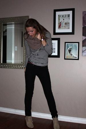 black Gap jeans - camel Gap scarf - black H&M shirt