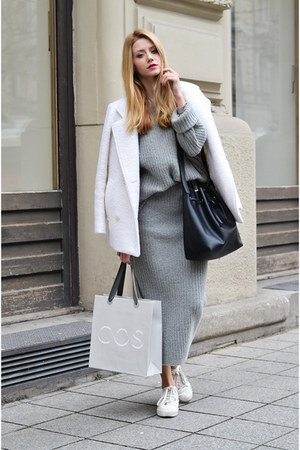white wool Vogos coat - heather gray Vogos sweater