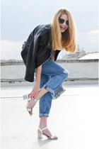 silver silver Jessica Buurman bag - sky blue boyfriend jeans Bershka jeans